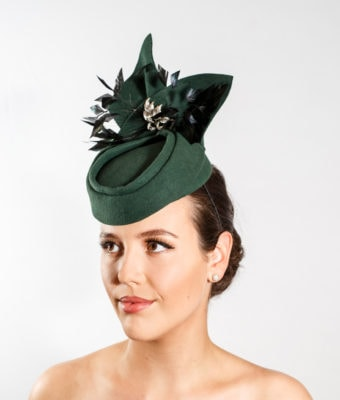 Bottle green fur felt hat with felt trim, feathers and brooch
